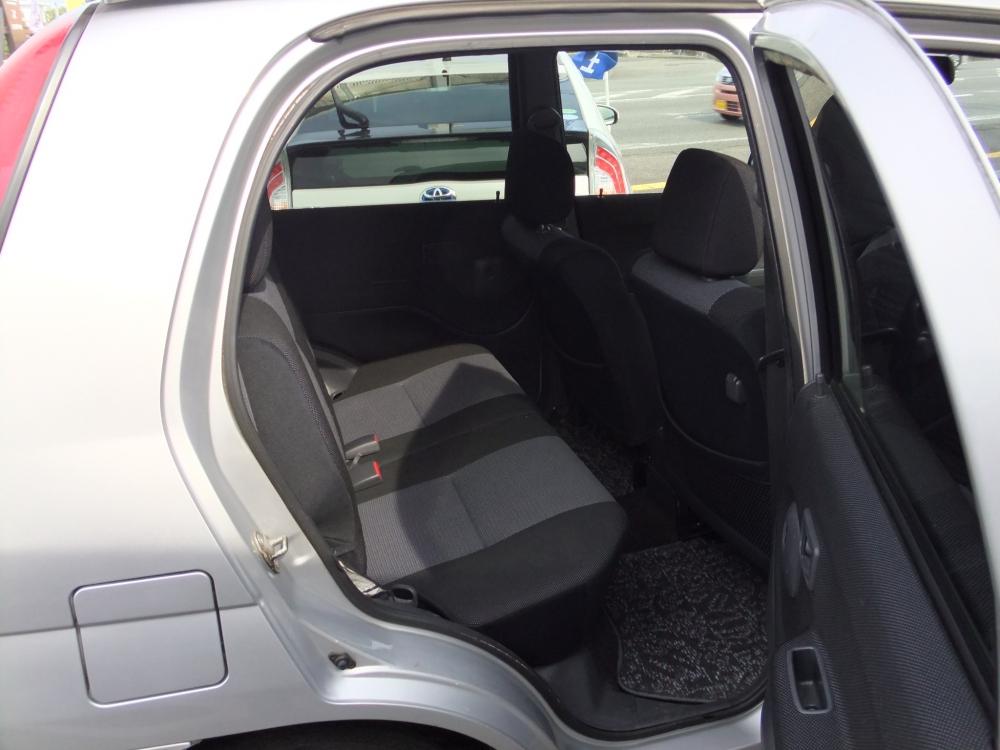 テリオスキッド 4WD カスタムXエアロ写真